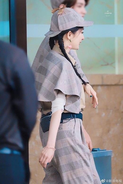 Dương Mịch liên tục biến hóa style, khoe nhan sắc như gái đôi mươi dù đã là mẹ một con 33 tuổi - Ảnh 4