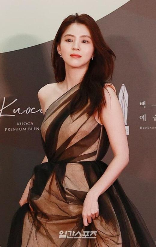 """Cặp đôi """"Hạ cánh nơi anh"""" trên thảm đỏ: Hyun Bin bảnh bao, Son Ye Jin gợi cảm hết nấc nhưng vẫn lộ khuyết điểm - Ảnh 7"""