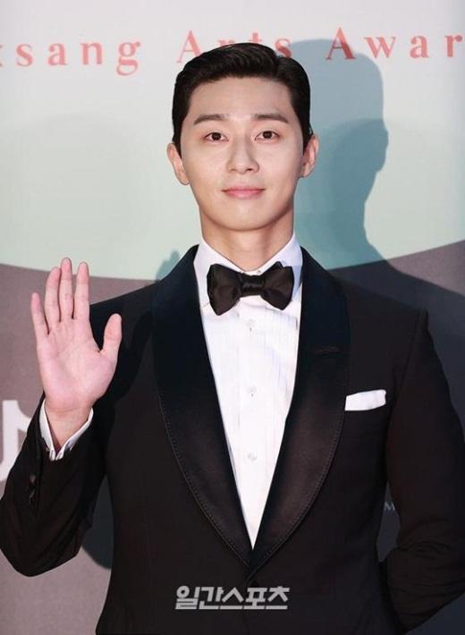 """Cặp đôi """"Hạ cánh nơi anh"""" trên thảm đỏ: Hyun Bin bảnh bao, Son Ye Jin gợi cảm hết nấc nhưng vẫn lộ khuyết điểm - Ảnh 8"""