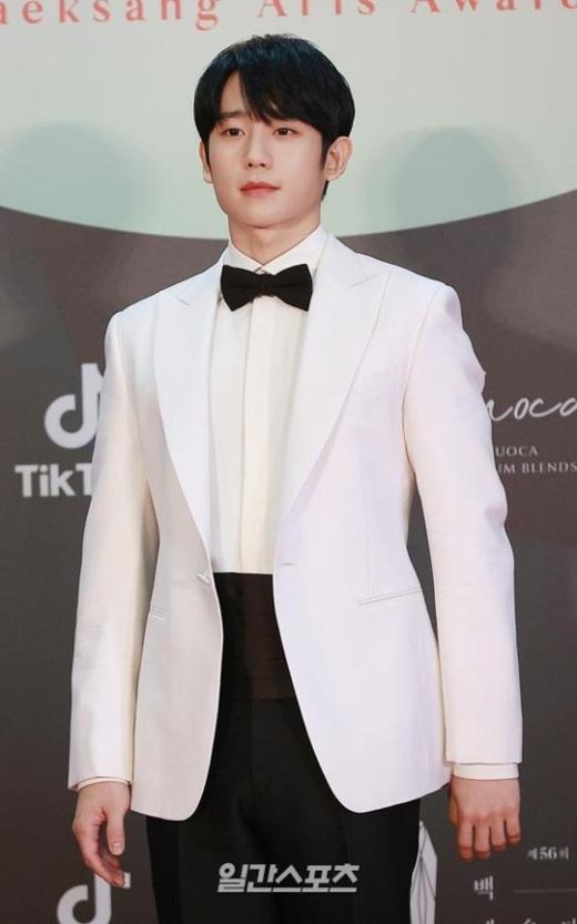 """Cặp đôi """"Hạ cánh nơi anh"""" trên thảm đỏ: Hyun Bin bảnh bao, Son Ye Jin gợi cảm hết nấc nhưng vẫn lộ khuyết điểm - Ảnh 16"""