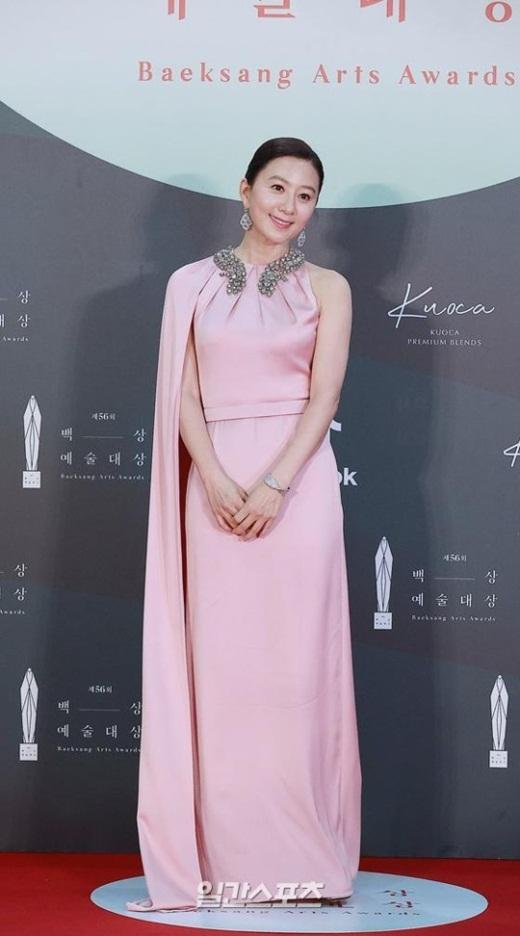 """Cặp đôi """"Hạ cánh nơi anh"""" trên thảm đỏ: Hyun Bin bảnh bao, Son Ye Jin gợi cảm hết nấc nhưng vẫn lộ khuyết điểm - Ảnh 5"""