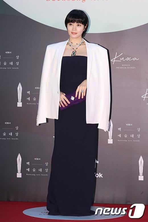 """Cặp đôi """"Hạ cánh nơi anh"""" trên thảm đỏ: Hyun Bin bảnh bao, Son Ye Jin gợi cảm hết nấc nhưng vẫn lộ khuyết điểm - Ảnh 14"""