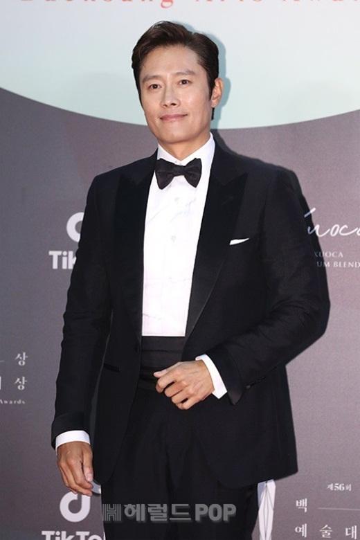 """Cặp đôi """"Hạ cánh nơi anh"""" trên thảm đỏ: Hyun Bin bảnh bao, Son Ye Jin gợi cảm hết nấc nhưng vẫn lộ khuyết điểm - Ảnh 17"""