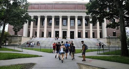 59 trường đại học Mỹ ủng hộ kiện chính quyền Tổng thống Trump - Ảnh 1