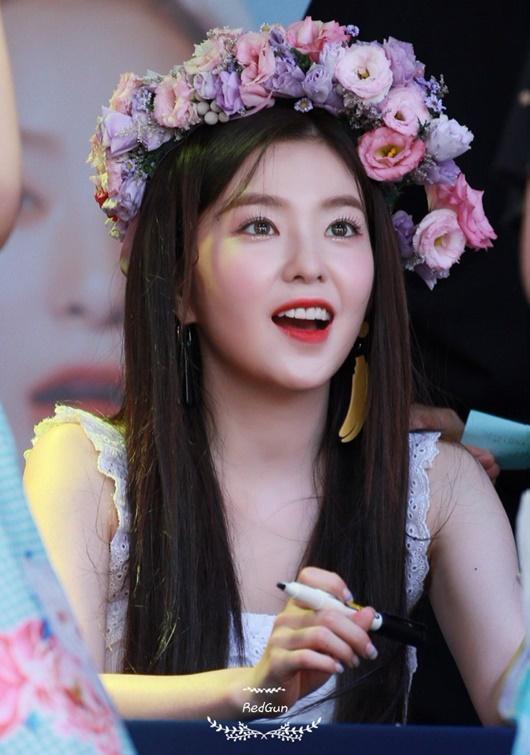 """Thần tượng Kpop đội vòng hoa đẹp như tiên nữ giáng trần khiến fan chỉ muốn """"đem về nhà giấu đi"""" - Ảnh 2"""