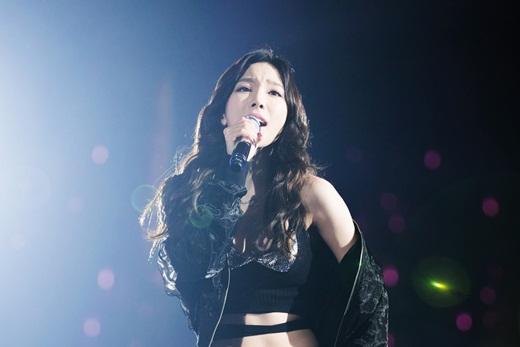 """""""Tiên nữ lão hóa ngược"""" Taeyeon mê mẩn áo crop-top khoe vòng eo """"một nắm tay trong truyền thuyết"""" - Ảnh 6"""