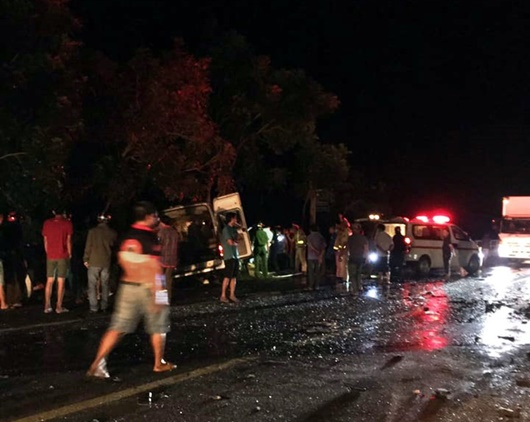 Bình Thuận: Xe khách va chạm xe tải, 8 người tử vong - Ảnh 1