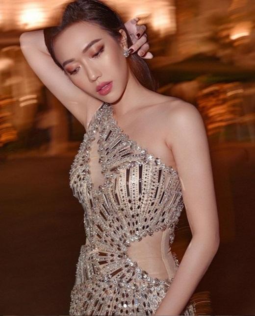 """Từ ngày """"chị chị em em"""" với Ngọc Trinh, Diệu Nhi không chỉ nâng tầm thời trang mà body cũng hot quá đây này - Ảnh 7"""