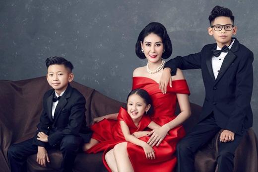 """Hoa hậu Hà Kiều Anh khoe ảnh gia đình quyền quý, sang trọng """"hết phần thiên hạ"""" nhân kỷ niệm 13 năm ngày cưới - Ảnh 5"""