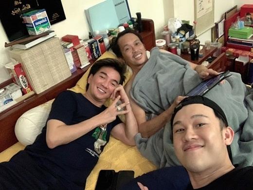 """Tin tức giải trí mới nhất ngày 23/7/2020: Hoài Linh """"đen bóng"""" không nhận ra khi selfie với Dương Triệu Vũ, Mr Đàm - Ảnh 1"""