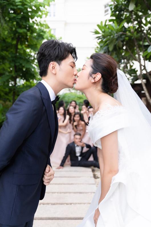 Hình ảnh ngọt ngào quá đỗi trong đám cưới của á hậu Thúy Vân và chồng điển trai Nhật Vũ - Ảnh 3
