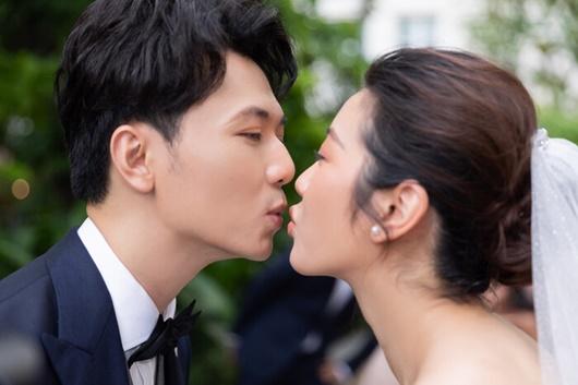 Hình ảnh ngọt ngào quá đỗi trong đám cưới của á hậu Thúy Vân và chồng điển trai Nhật Vũ - Ảnh 4