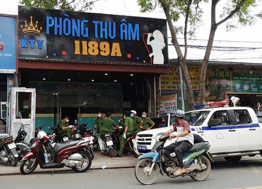 28 người Trung Quốc nhập cảnh trái phép, trốn trong phòng thu âm ở TP.HCM - Ảnh 1