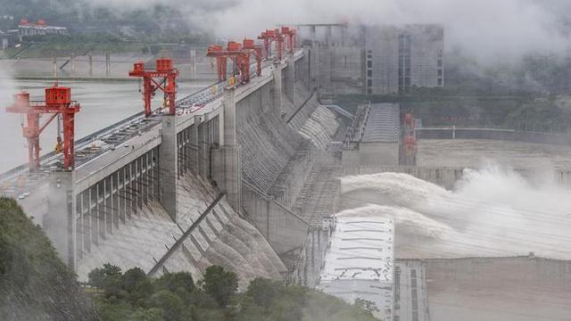 Vỡ đê sông Trường Giang, 9.000 người Trung Quốc buộc phải sơ tán gấp - Ảnh 1