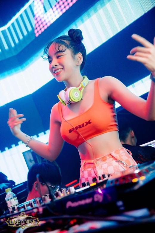 Hé lộ về nữ DJ hot nhất Rap Việt: Nhan sắc như búp bê, thân hình bốc lửa - Ảnh 5