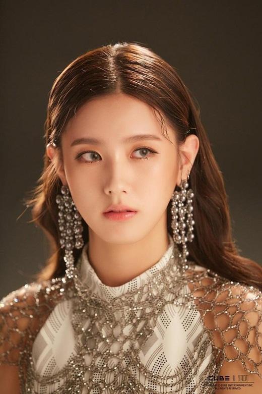 Nhan sắc nữ idol gây chao đảo mạng xã hội những ngày gần đây: Kpop vừa có thêm nữ thần mới - Ảnh 1