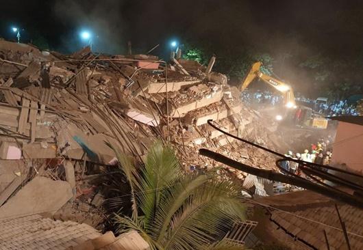 Ấn Độ: Sập chung cư khiến nhiều người bị thương, nghi gần 100 nạn nhân mắc kẹt - Ảnh 2