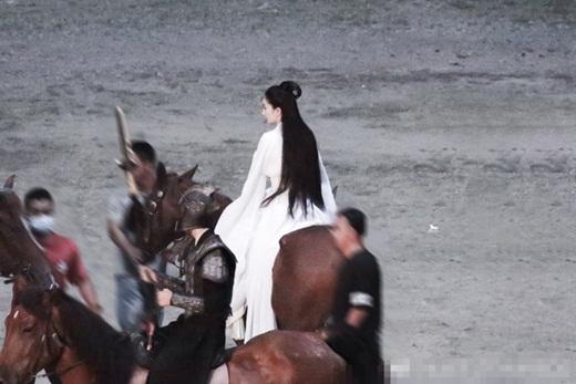 """Dương Mịch lộ tạo hình đẹp cực phẩm trên phim trường """"Hộc Châu phu nhân"""" nhưng dân mạng vẫn thấy """"sai sai"""" - Ảnh 3"""