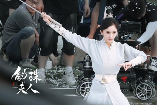 """Dương Mịch lộ tạo hình đẹp cực phẩm trên phim trường """"Hộc Châu phu nhân"""" nhưng dân mạng vẫn thấy """"sai sai"""" - Ảnh 5"""