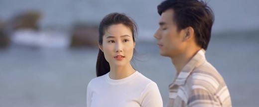 """Tình yêu và tham vọng tập 50: Xuất hiện vị thiếu gia """"coi trời bằng vung"""" tán tỉnh Linh, """"cà khịa"""" Minh - Ảnh 1"""