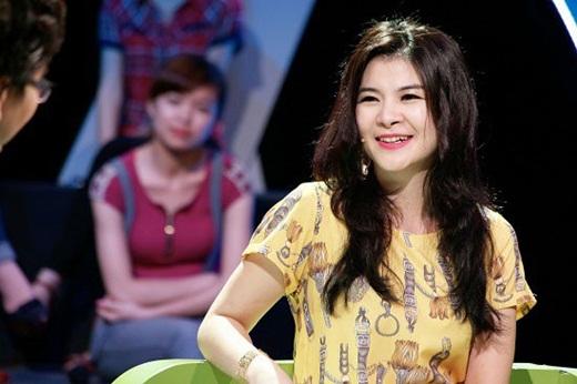 """NSƯT Kim Oanh U50 vẫn diện váy xẻ cao """"chới với"""", lộ hình xăm """"chất chơi"""" ở vị trí đặc biệt - Ảnh 3"""