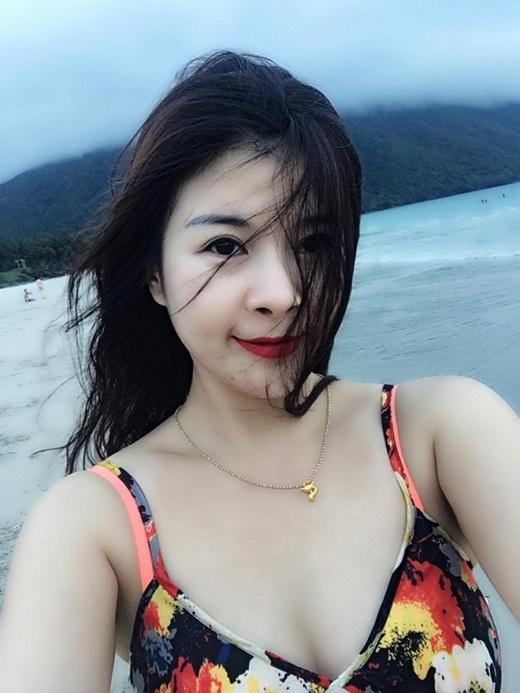 """NSƯT Kim Oanh U50 vẫn diện váy xẻ cao """"chới với"""", lộ hình xăm """"chất chơi"""" ở vị trí đặc biệt - Ảnh 4"""