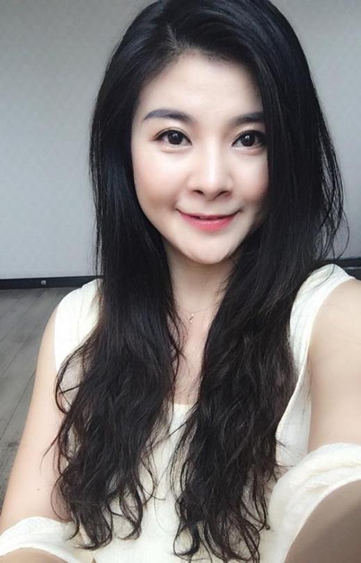 """NSƯT Kim Oanh U50 vẫn diện váy xẻ cao """"chới với"""", lộ hình xăm """"chất chơi"""" ở vị trí đặc biệt - Ảnh 6"""