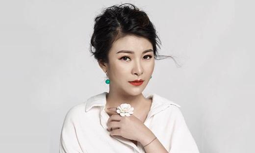 """NSƯT Kim Oanh U50 vẫn diện váy xẻ cao """"chới với"""", lộ hình xăm """"chất chơi"""" ở vị trí đặc biệt - Ảnh 9"""