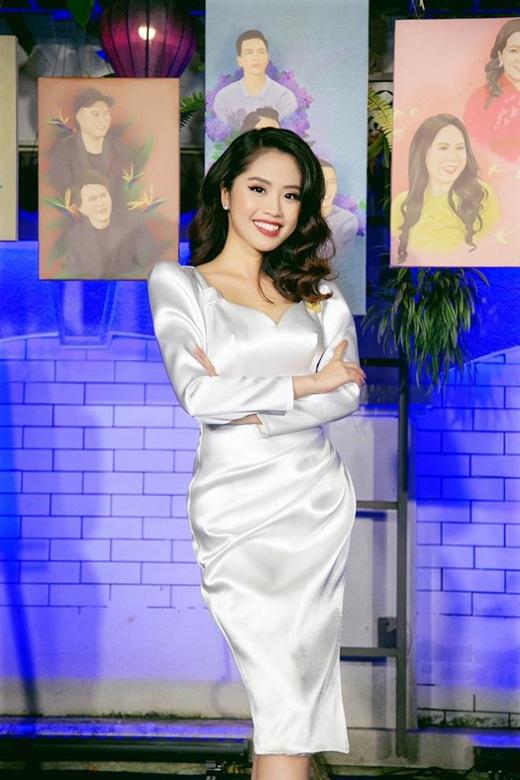 """Nữ BTV truyền hình thi Hoa hậu Việt Nam 2020: Nhan sắc rạng rỡ, múa dẻo, diễn thuyết """"thần sầu"""" - Ảnh 4"""