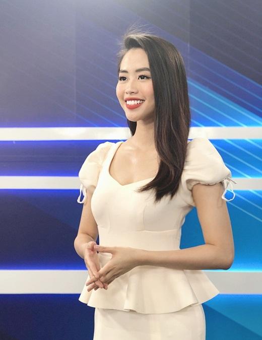 """Nữ BTV truyền hình thi Hoa hậu Việt Nam 2020: Nhan sắc rạng rỡ, múa dẻo, diễn thuyết """"thần sầu"""" - Ảnh 5"""