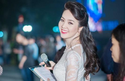 Á hậu Thụy Vân: Từ người đẹp ứng xử hay nhất tới BTV sắc sảo, thông minh trên sóng truyền hình - Ảnh 6