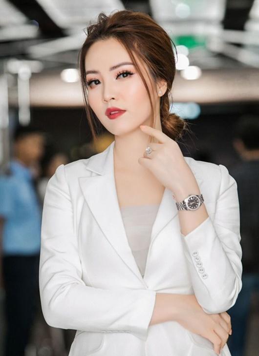 Á hậu Thụy Vân: Từ người đẹp ứng xử hay nhất tới BTV sắc sảo, thông minh trên sóng truyền hình - Ảnh 7