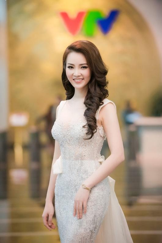 Á hậu Thụy Vân: Từ người đẹp ứng xử hay nhất tới BTV sắc sảo, thông minh trên sóng truyền hình - Ảnh 8