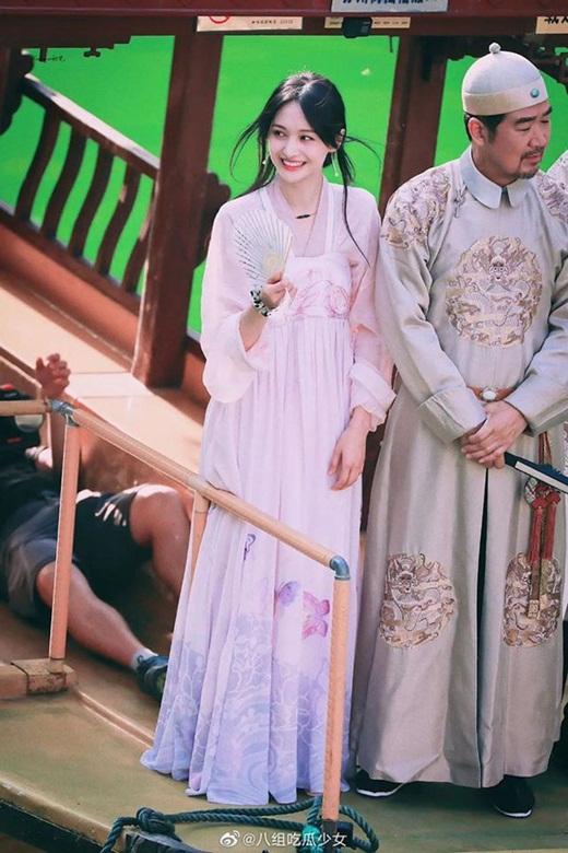"""Bộ ảnh phong cách Hong Kong của Trịnh Sảng gây sốt Weibo, thị phi đến đâu vẫn là """"công chúa hotsearch"""" - Ảnh 5"""