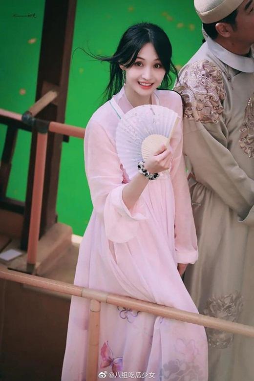 """Bộ ảnh phong cách Hong Kong của Trịnh Sảng gây sốt Weibo, thị phi đến đâu vẫn là """"công chúa hotsearch"""" - Ảnh 6"""