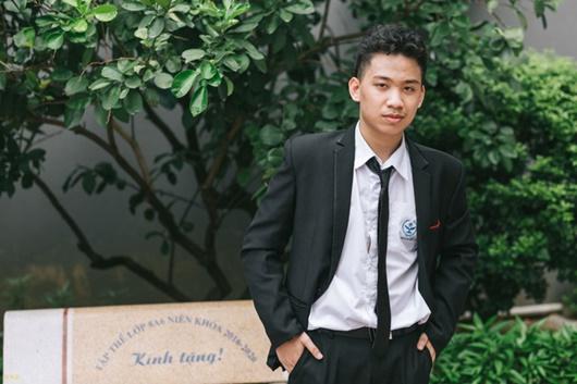 """Nam sinh 10X """"con nhà người ta"""" đỗ 6 lớp chuyên ở Hà Nội, là thủ khoa và á khoa - Ảnh 1"""