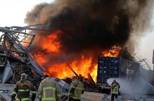 """Hiện trường vụ nổ khủng khiếp """"như bom nguyên tử"""" khiến thủ đô Lebanon chìm trong khói lửa - Ảnh 2"""