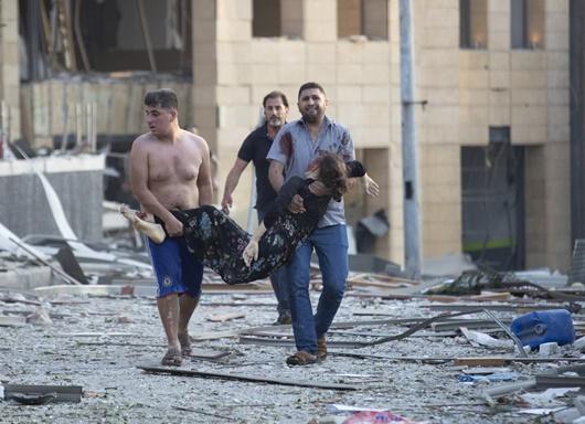 """Hiện trường vụ nổ khủng khiếp """"như bom nguyên tử"""" khiến thủ đô Lebanon chìm trong khói lửa - Ảnh 6"""