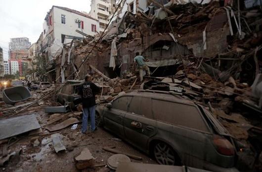 """Hiện trường vụ nổ khủng khiếp """"như bom nguyên tử"""" khiến thủ đô Lebanon chìm trong khói lửa - Ảnh 7"""