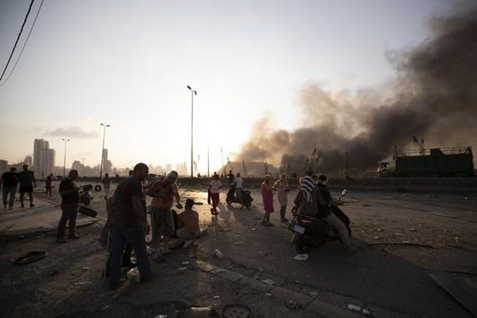 """Hiện trường vụ nổ khủng khiếp """"như bom nguyên tử"""" khiến thủ đô Lebanon chìm trong khói lửa - Ảnh 8"""