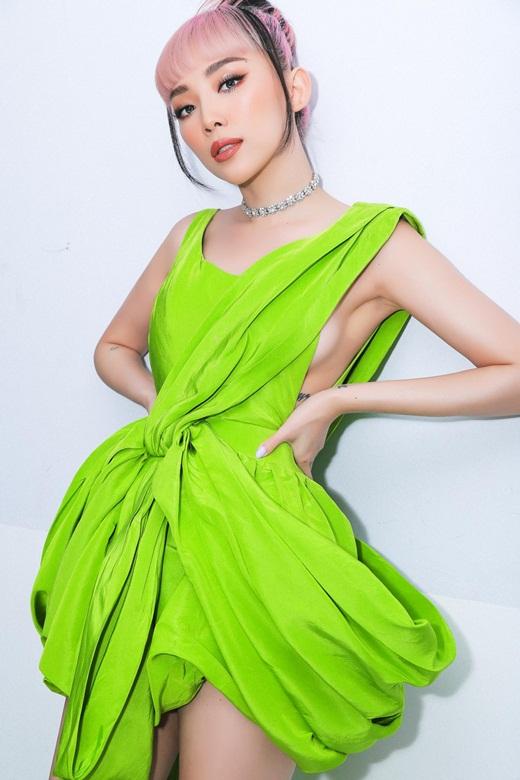 """""""Cô đào Hollywood"""" Nicole Richie """"đụng hàng"""" mỹ nhân Việt khi diện váy Công Trí lên thảm đỏ VMAs 2020 - Ảnh 7"""