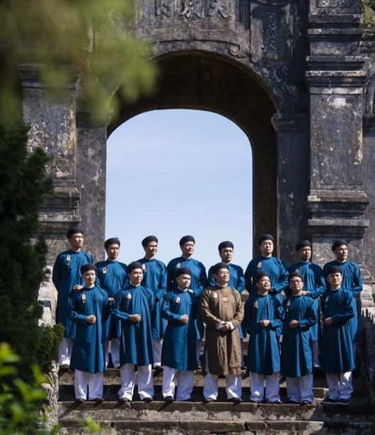 Lần đầu công bố trọn bộ hình ảnh cán bộ văn hóa Huế mặc áo dài ngũ thân - Ảnh 7