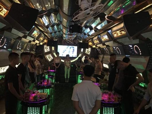 """Phát hiện 13 nam thanh nữ tú """"phê"""" ma túy ở quán karaoke Thiên Đường - Ảnh 1"""