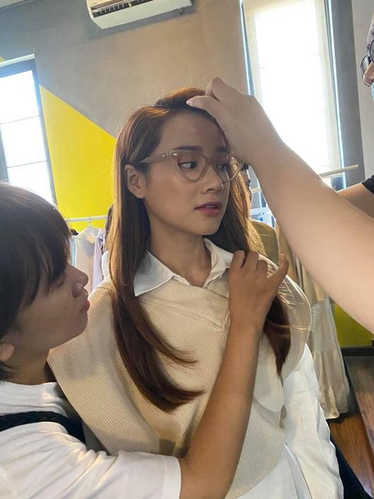Nhã Phương đăng ảnh hậu trường mà đẳng cấp như đi tuần lễ thời trang, góc nghiêng đẹp miễn bàn - Ảnh 5