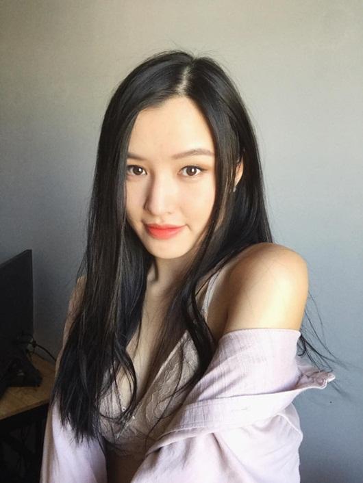 Nữ streamer xinh đẹp và phút đãng trí khiến cô phải trả giá bằng tiền mặt - Ảnh 8