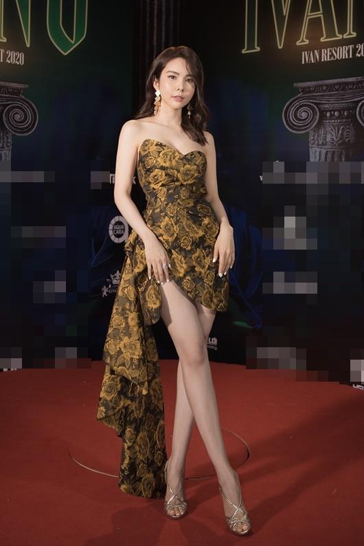 """Người đẹp """"siêu vòng ba"""" Huỳnh Vy diện váy xẻ cao táo bạo dự show thời trang - Ảnh 2"""