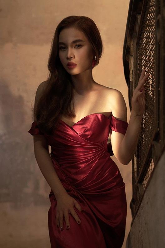 Giang Hồng Ngọc hôn đắm đuối trai Tây trong hậu trường dự án mới - Ảnh 4