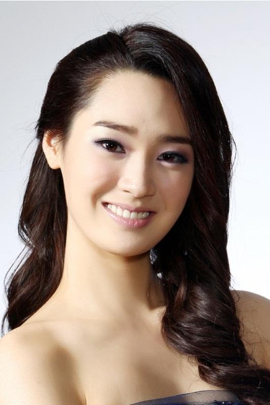 """Cận cảnh nhan sắc nàng hoa hậu """"ngậm thìa vàng"""", vướng tin đồn hẹn hò Lee Min Ho - Ảnh 4"""