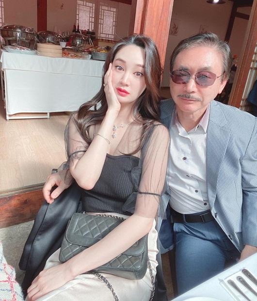 """Cận cảnh nhan sắc nàng hoa hậu """"ngậm thìa vàng"""", vướng tin đồn hẹn hò Lee Min Ho - Ảnh 5"""