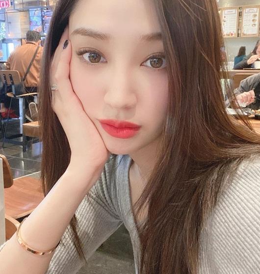 """Cận cảnh nhan sắc nàng hoa hậu """"ngậm thìa vàng"""", vướng tin đồn hẹn hò Lee Min Ho - Ảnh 7"""